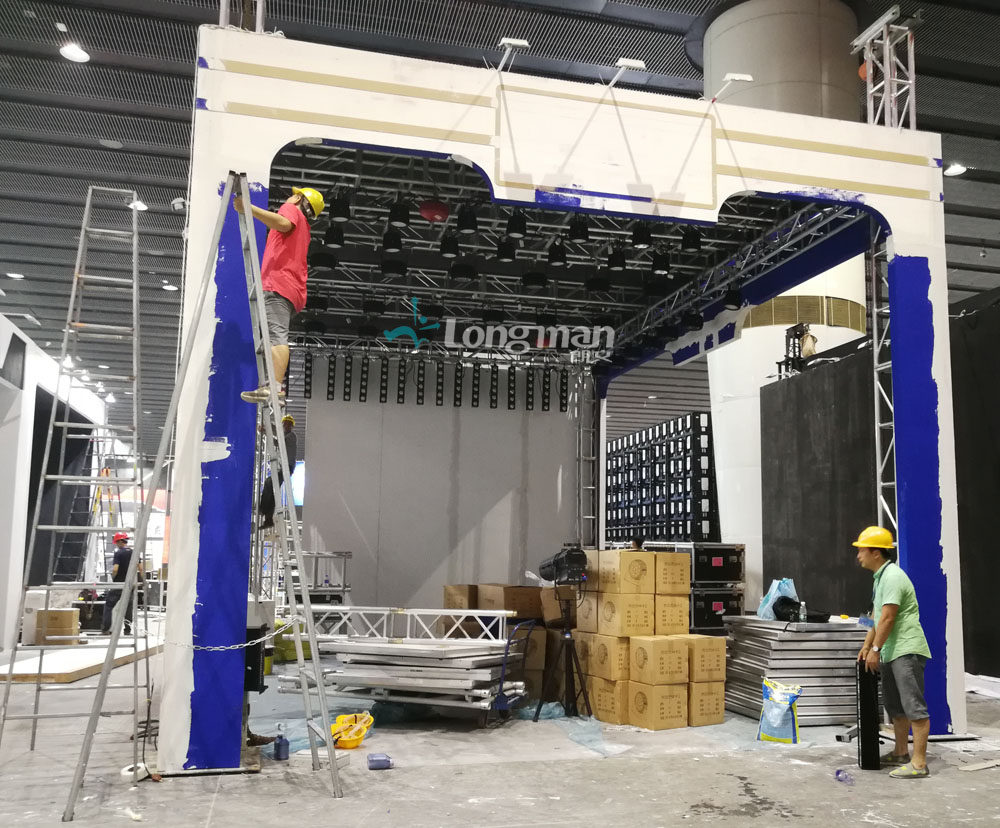 Building the booth of 2018 Guangzhou International Prolight+Sound Exhibition